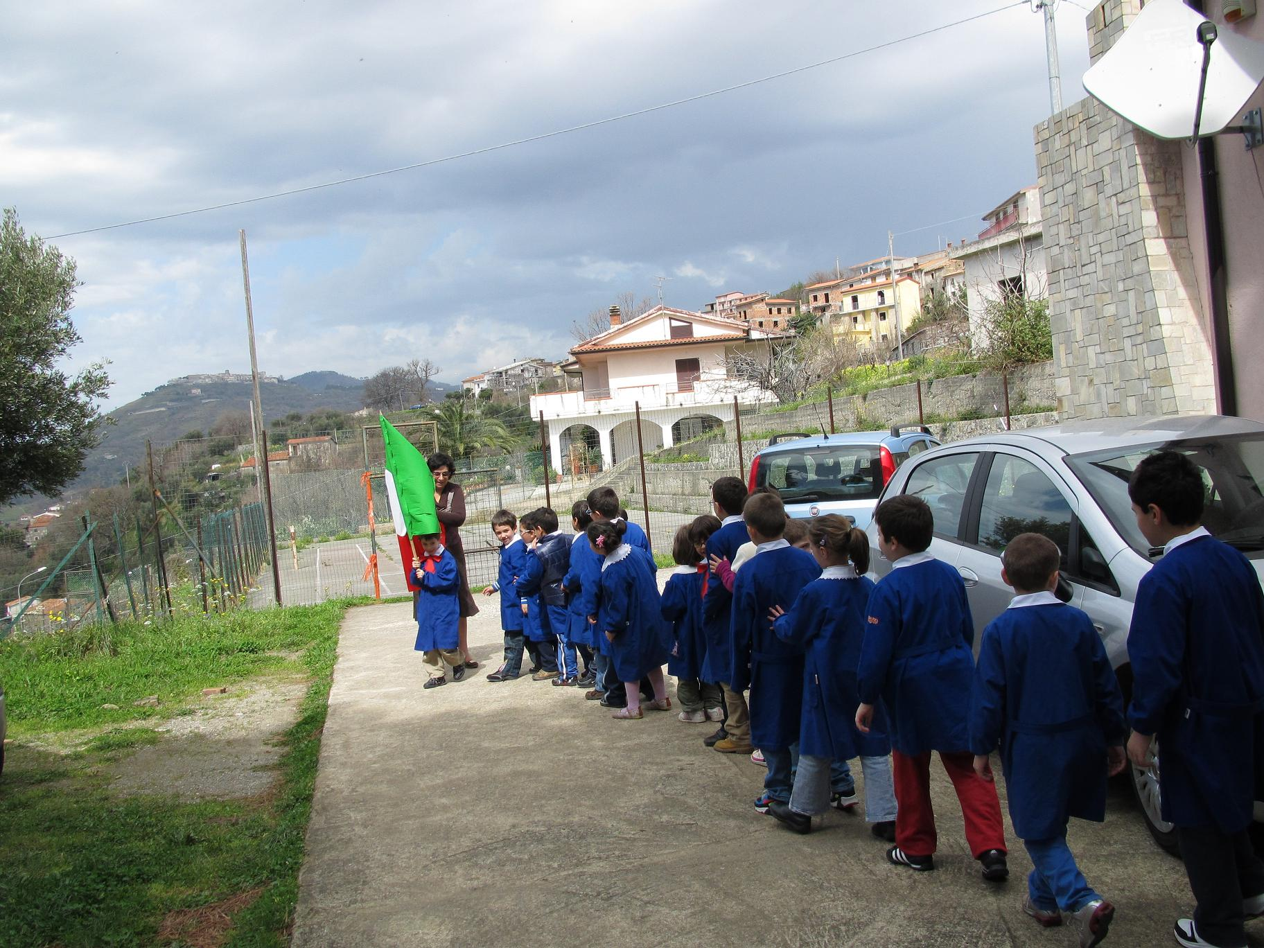 Scuola elementare di cariglio 150 anni for Cabine di querce reali amano va
